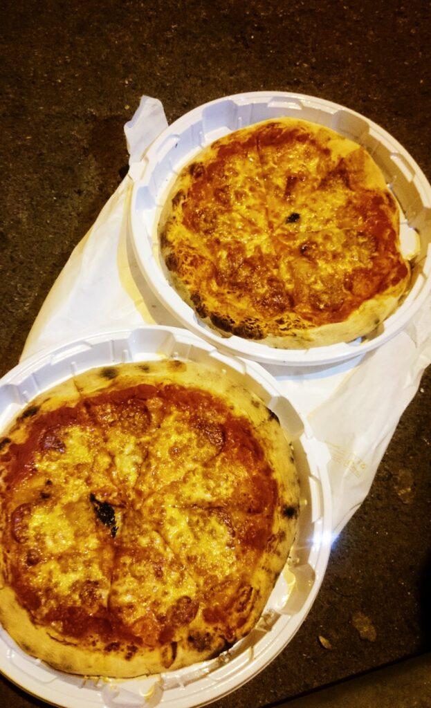 Pizza z restauracji La Spera we Florencji