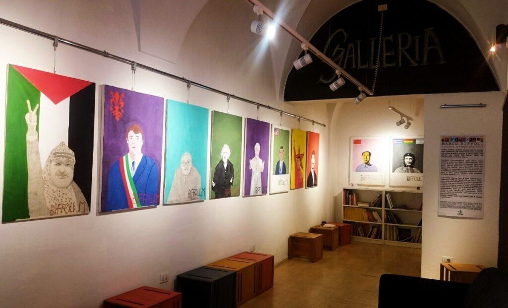 Obrazy w kawiarni Libri Liberi we Florencji
