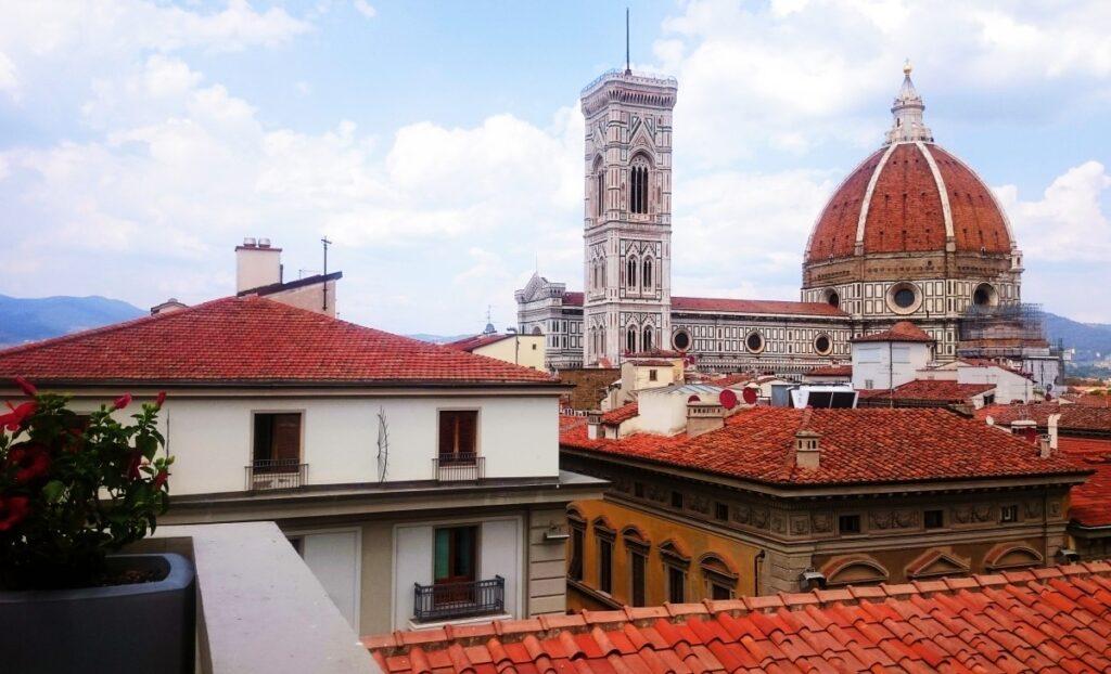 Widok na Duomo z kawiarni La terrazza della rinascente we Florencji