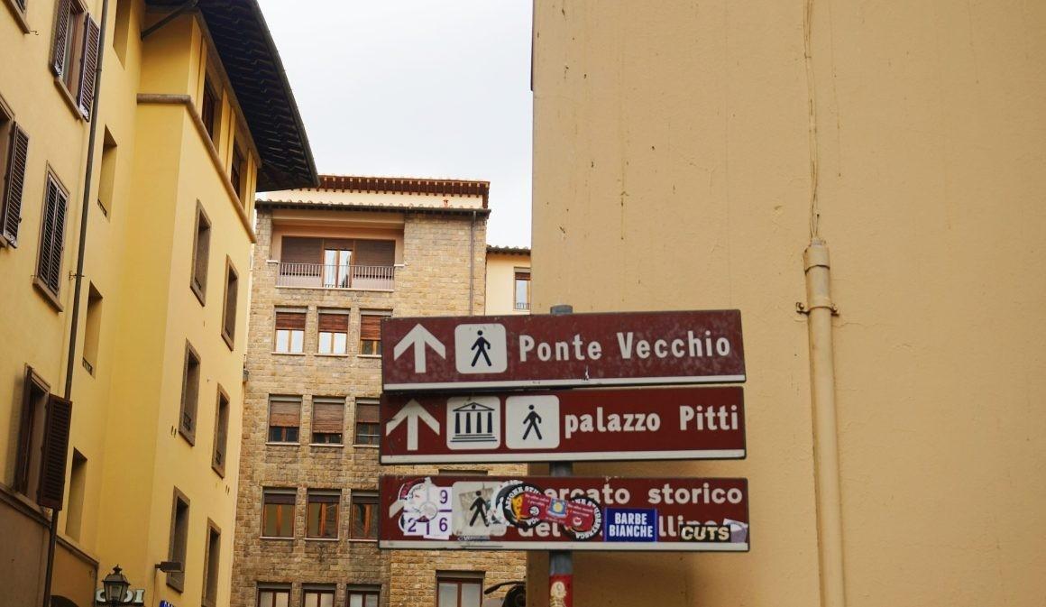 Zdjęcie kierunkowskazów we Florencji