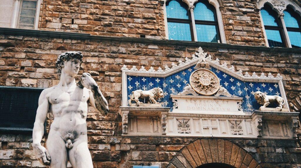 Nieoryginalny posąg Dawida na Piazza della Repubblica