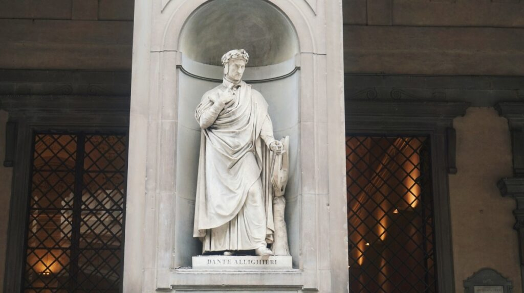 The sculpture of Dante Alighieri in front od the Gallery Uffizi