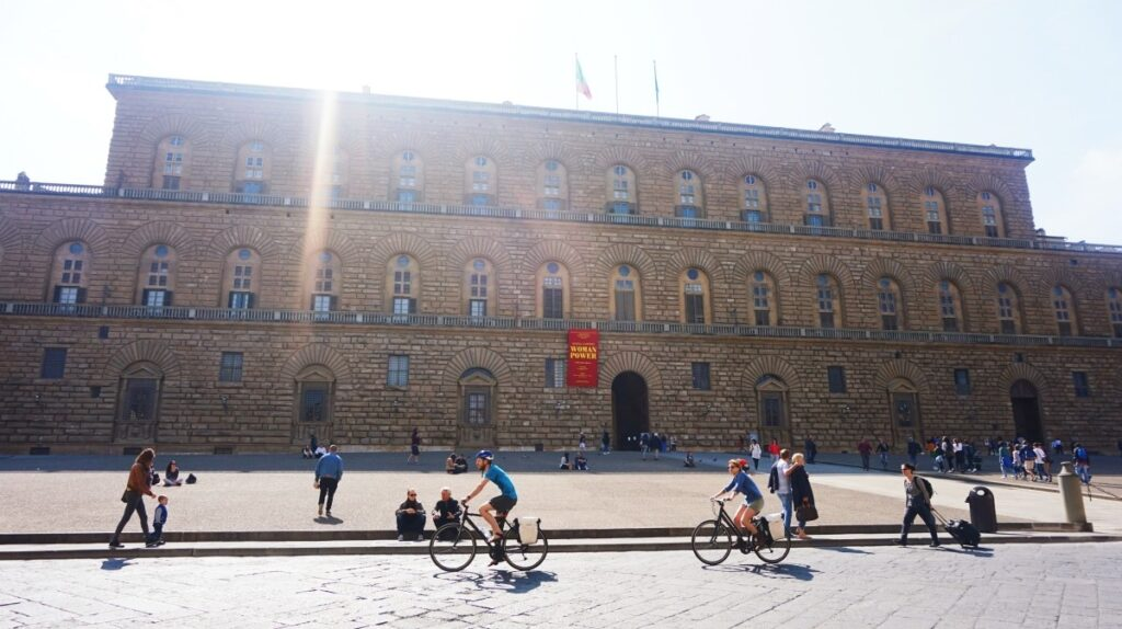 Sun behind the Palazzo Pitti in Florence