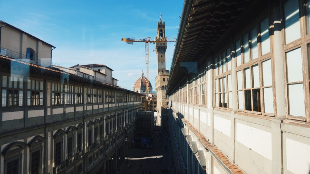 Widok na Palazzo Vecchio i Duomo z Galerii Uffizi