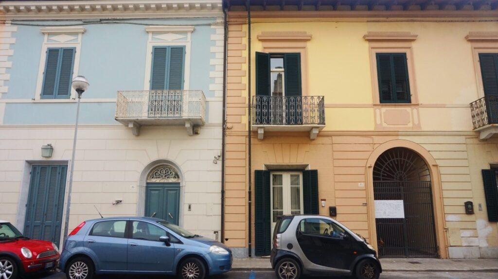 Pastelowe budynki w Viareggio
