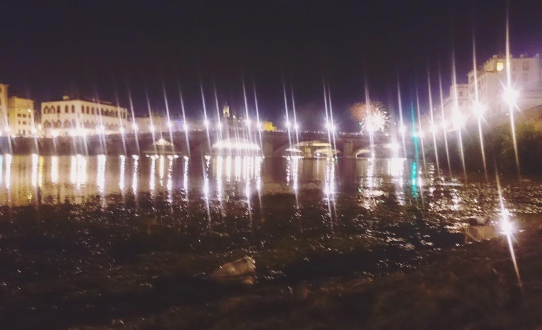 Fajerwerki nad rzeką Arno, we Florencji