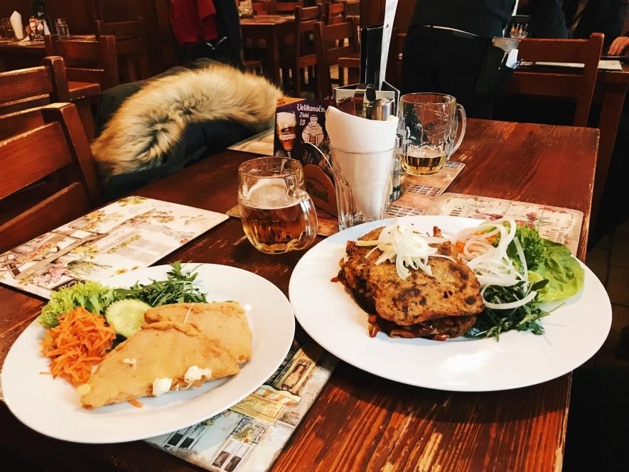 Restauracja U Houdku- tani obiad w Pradze