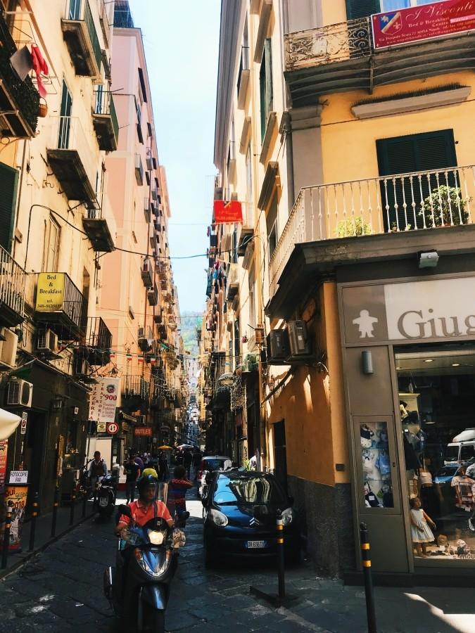 Wąskie uliczki w Neapolu