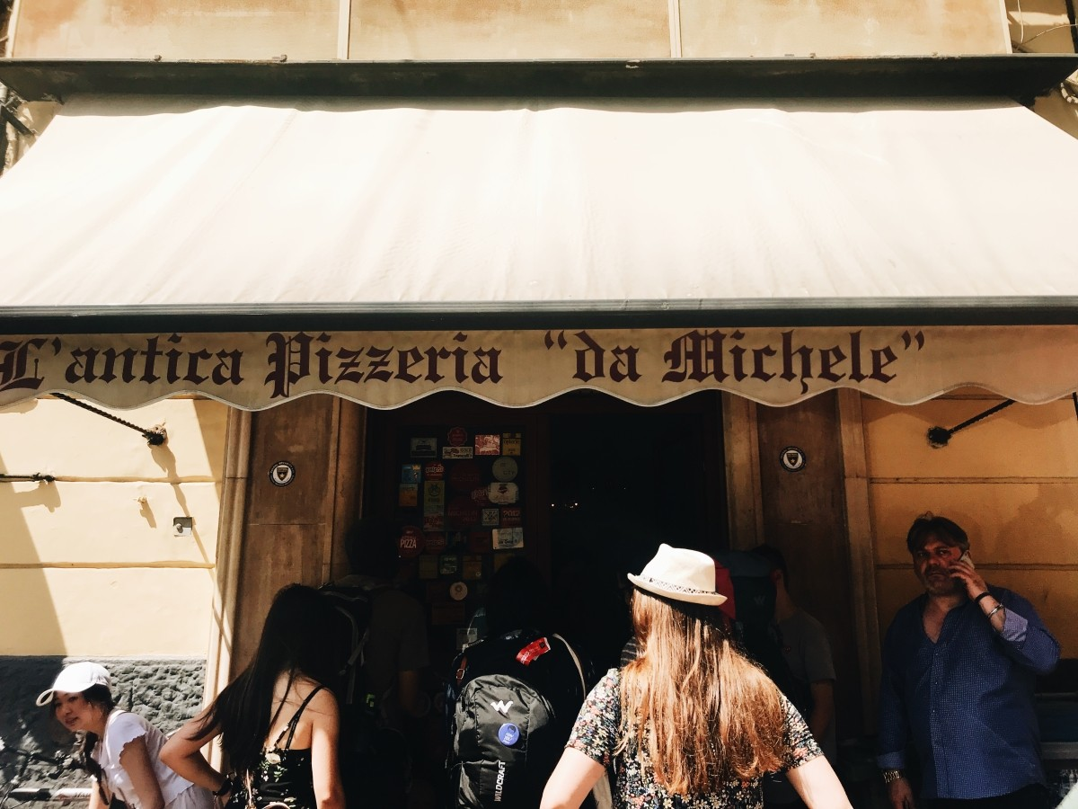 The entrance of L'antica Pizzeria da Michele in Naples