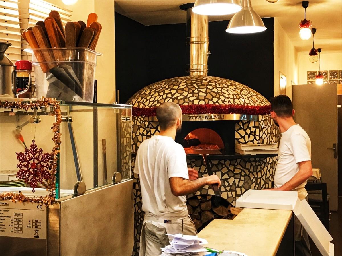 Pizza w Viva Napoli w Walencji